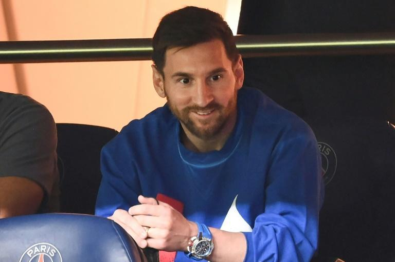 The injured Lionel Messi watched PSG's win over Montpellier from the stand (AFP/FRANCK FIFE)