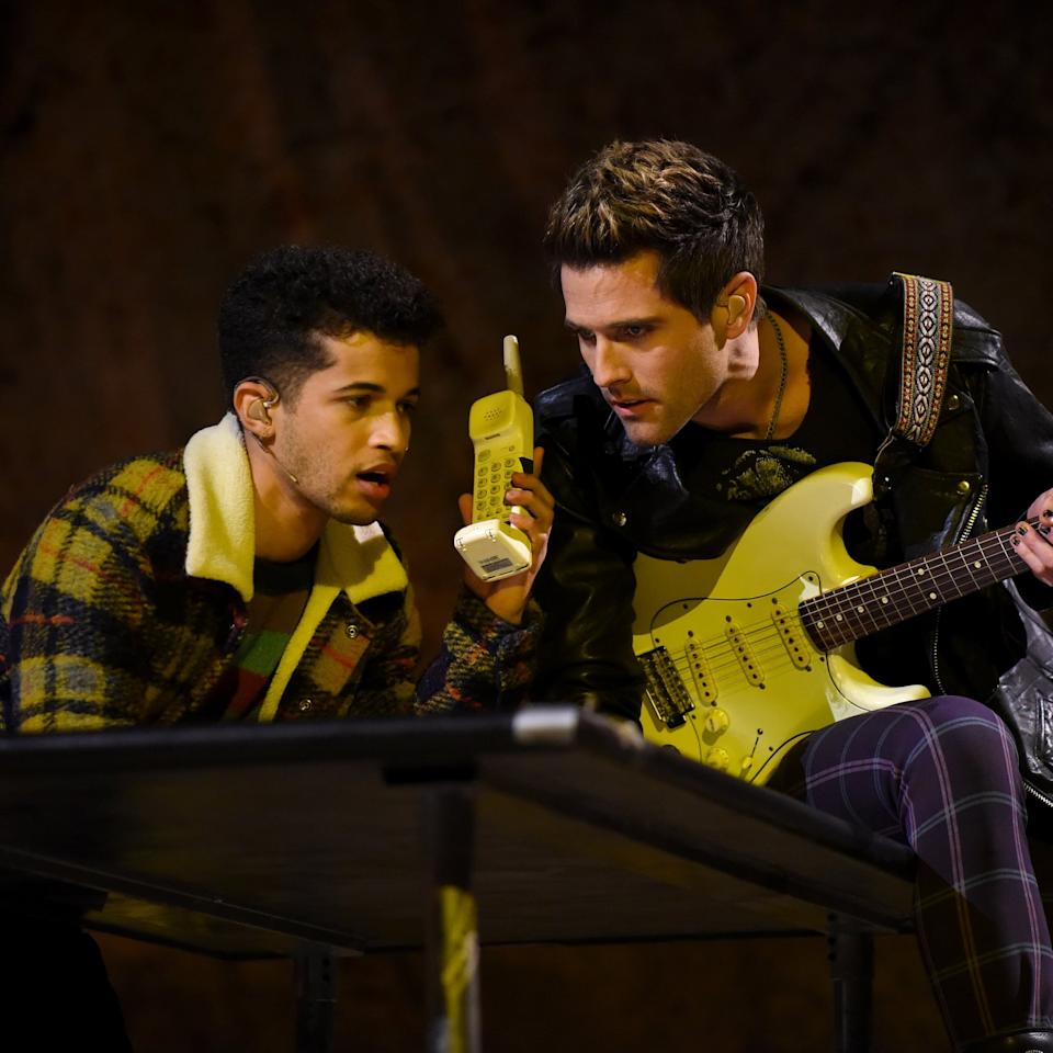 The show must go on! Ahead of Fox's live production of Rent on Sunday night, the cast hit a snag when one of its stars, Brennin Hunt (Roger Davis), suffered an injury during dress rehearsal on Saturday.