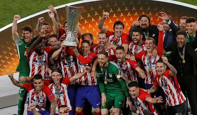 Soccer Football - Europa League Final - Olympique de Marseille vs Atletico Madrid - Groupama Stadium, Lyon, France - May 16, 2018 Atletico Madrid's Gabi and Fernando Torres lift the trophy as they celebrate after winning the Europa League REUTERS/Vincent Kessler