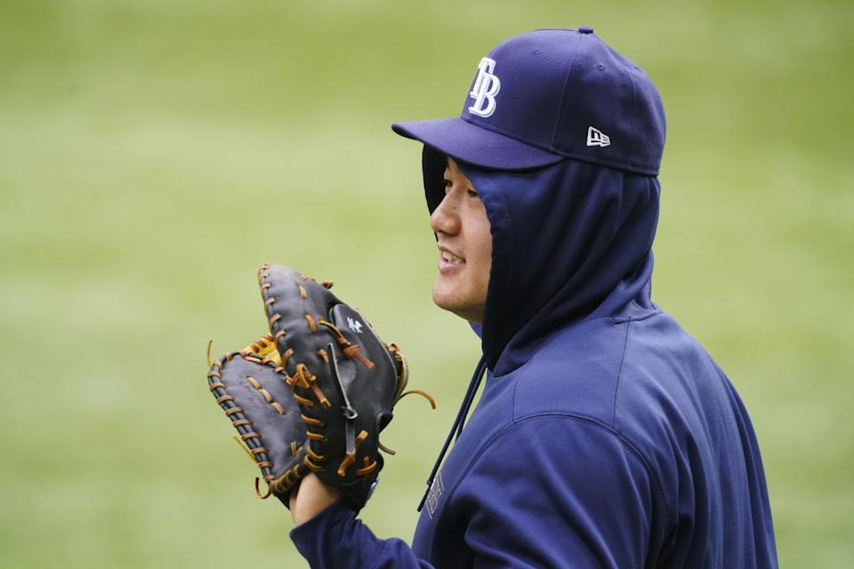 Tampa Bay Rays first baseman Ji-Man Choi warms up before Game 4 of the World Series.