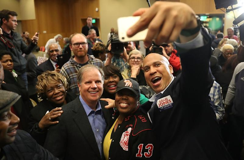 Democratic Senate candidate Doug Jones takes a group picture with Senator Cory Booker (D-NJ) (R) and Representative Terri Sewell (D-AL) (3rd from right) and supporters during a campaign event at Alabama State University (AFP Photo/JOE RAEDLE)