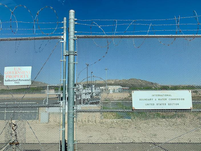The gate at the American Dam, which is managed by the International Boundary Water Commission in Sunland Park, NM. (Photo: Caitlin Dickson/Yahoo News)