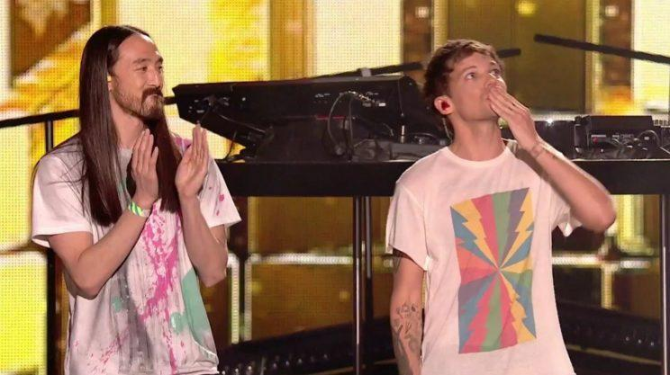 Louis blew a kiss to his mum after his performance.