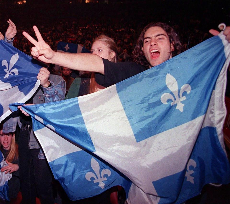 A Yes supporter holds a Québec flag.