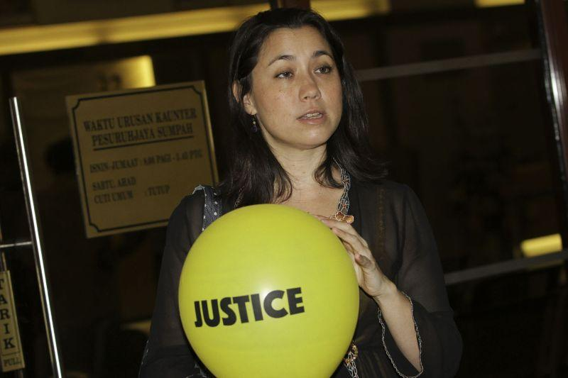 Trial starts for Bersih 'balloon girl' after prosecutor refuses to drop charge