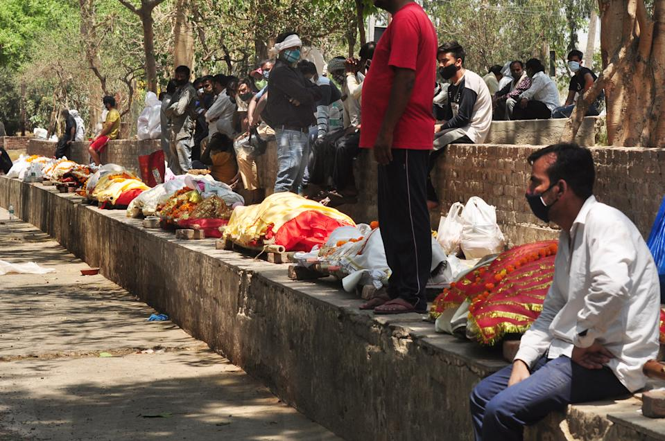 GHAZIABAD, INDIA - APRIL 22: Bodies lined up for cremation, amid surge in COVID-19 cases across the country, at Hindon crematorium, on April 22, 2021 in Ghaziabad, India. (Photo by Sakib Ali/Hindustan Times via Getty Images)