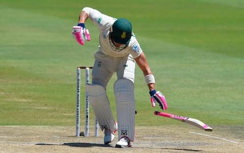 Du Plessis hit on the elbow - Credit: CHRISTIAAN KOTZE/AFP via Getty Images