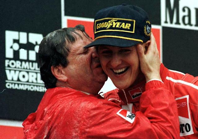 SPAIN - JUNE 02: FORMEL 1: GP von SPANIEN BARCELONA 2.6.96, Michael SCHUMACHER WIRD VON JEAN TODT GEKUEssT (Photo by Marcus Brandt/Bongarts/Getty Images)