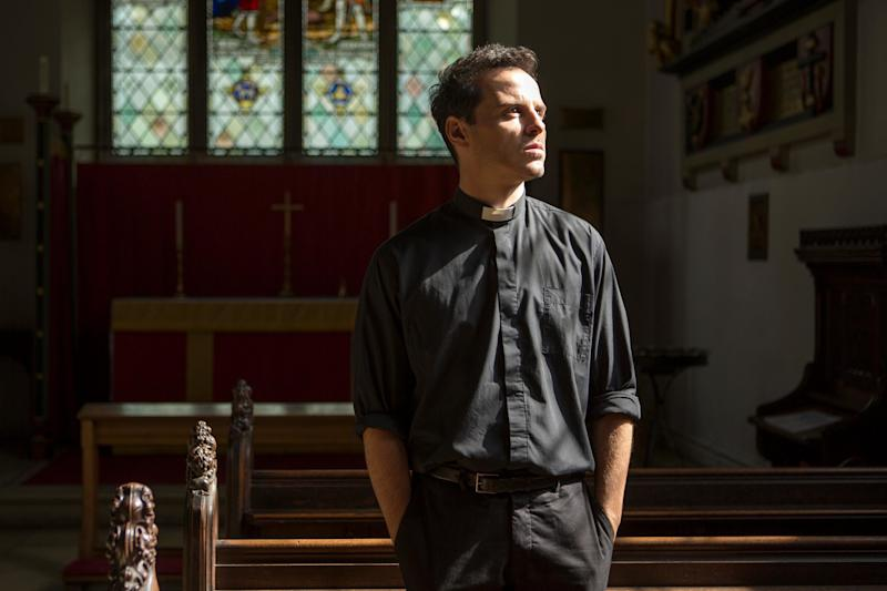 Thirsty for Fleabag's hot priest? Phoebe Waller-Bridge, Andrew Scott hand out drinks to fans