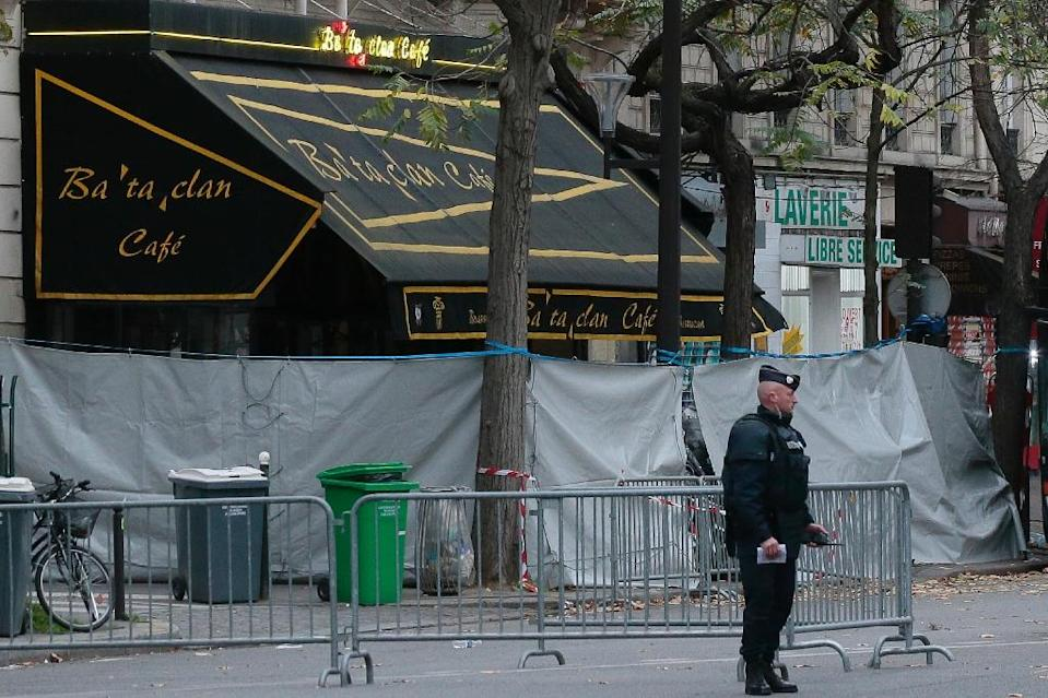 A policeman stands by the Bataclan concert hall in Paris on November 14, 2015 where some 80 people were killed (AFP Photo/Jacques Demarthon)