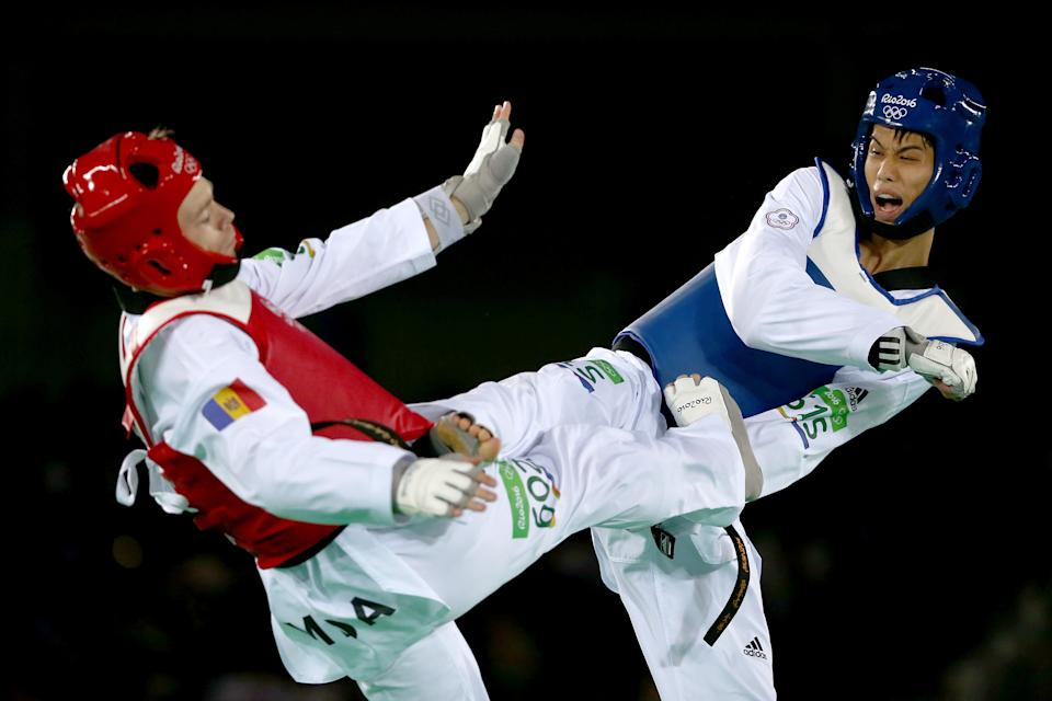 RIO DE JANEIRO, BRAZIL - AUGUST 19:  Wei-Ting Liu of Taipei competes against Aaron Cook of Moldova during the Men's -80kg preliminary Taekwondo round on Day 14 of the Rio 2016 Olympic Games at Carioca Arena 3 on August 19, 2016 in Rio de Janeiro, Brazil.  (Photo by Sean M. Haffey/Getty Images)