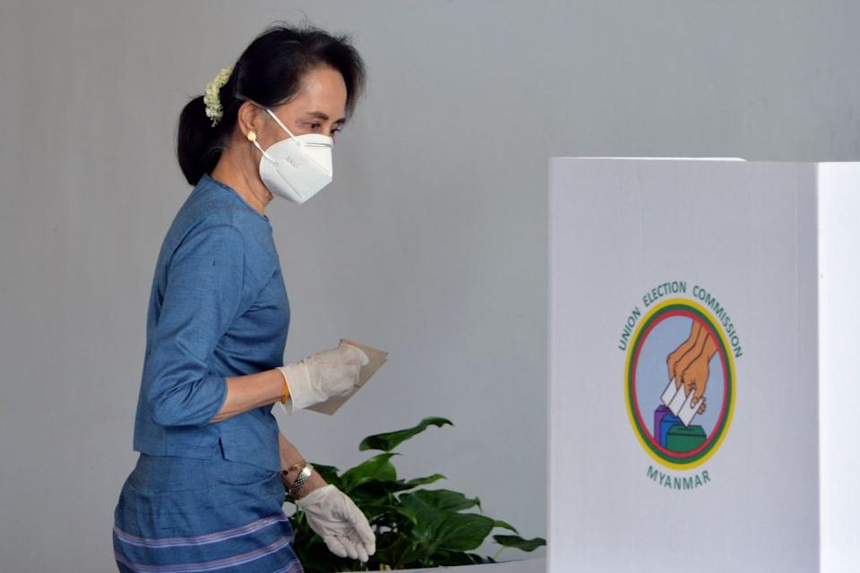 Aung San Suu Kyi casts a vote in her Myanmar's election.