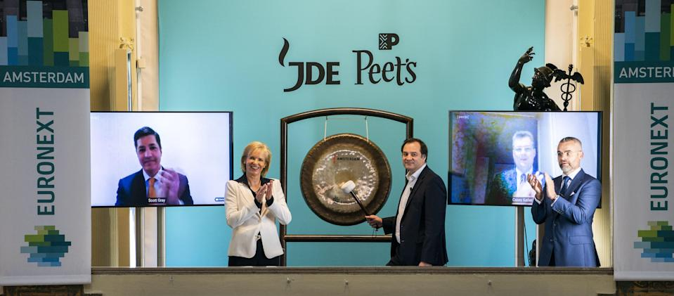 Fabien Simon of the coffee company JDE Peet's beats the gong of Euronext in Amsterdam on May 29, 2020, as the parent company of Douwe Egberts, among others, goes public on the Amsterdam stock exchange. (Photo by Jeroen JUMELET / ANP / AFP) / Netherlands OUT / Amsterdam,ANP JEROEN JUMELET,eco,NL,Fabien Simon of coffee company JDE Peet's beats the gong of Euronext Amsterdam on Friday 29 May. The parent company of Douwe Egberts, among others, is going public on the Amsterdam stock exchange. ANP JEROEN JUMELET,Parent company Douwe Egberts to Amsterdam stock exchange netherlands out - belgium out (Photo by JEROEN JUMELET/ANP/AFP via Getty Images)