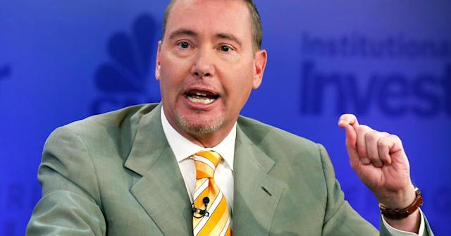 DoubleLine CEO Jeff Gundlach expects his bet for a slight decline in the S&P 500 will return 400 percent.