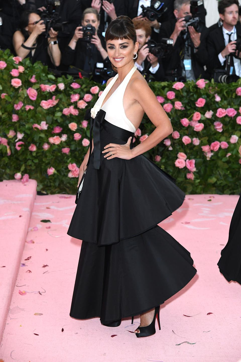"""<h1 class=""""title"""">Penélope Cruz in Chanel and Christian Louboutin shoes wearing Atelier Swarovski jewelry</h1><cite class=""""credit"""">Photo: Getty Images</cite>"""