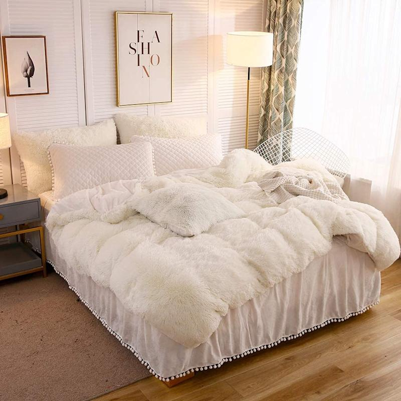 Neutral faux fur blends beautifully with any type of decor. Photo: Amazon)