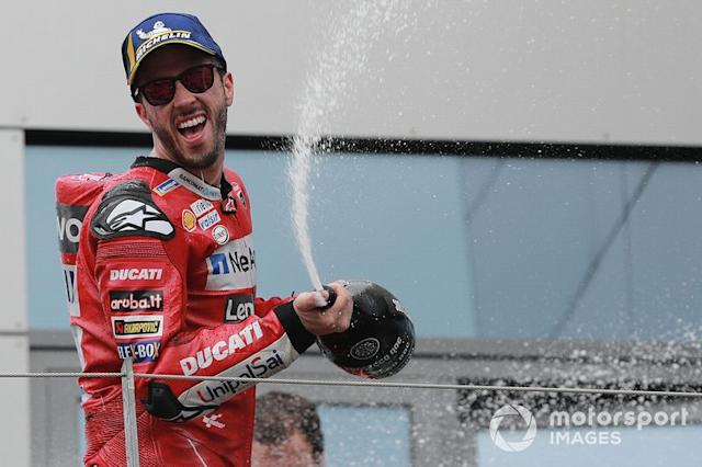 "Podio: ganador de la carrera Andrea Dovizioso, Ducati Team <span class=""copyright"">Gold and Goose / LAT Images</span>"