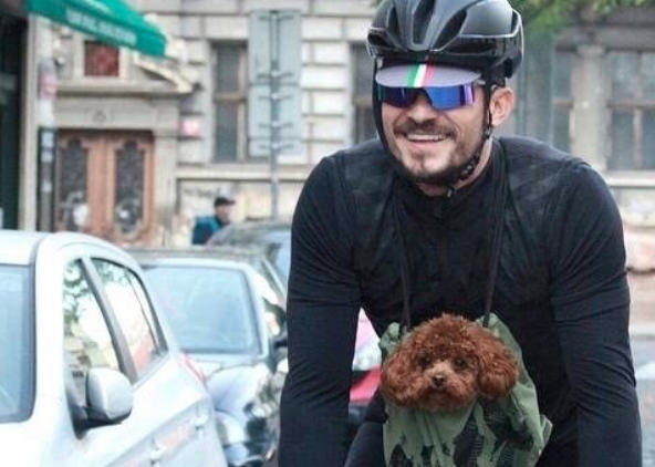 Orlando Bloom is getting flak for carrying his dog in a bag while ...