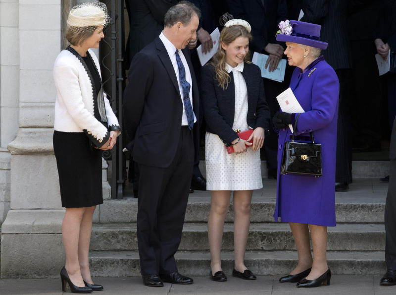 LONDON, ENGLAND - APRIL 07: Britain's Queen Elizabeth II speaks to (L-R) Serena Armstrong-Jones, David Armstrong-Jones and Margarita Armstrong-Jones as they leave a Service of Thanksgiving for the life and work of Lord Snowdon at Westminster Abbey on April 7, 2017 in London, United Kingdom. (Photo by Justin Tallis - WPA Pool /Getty Images)