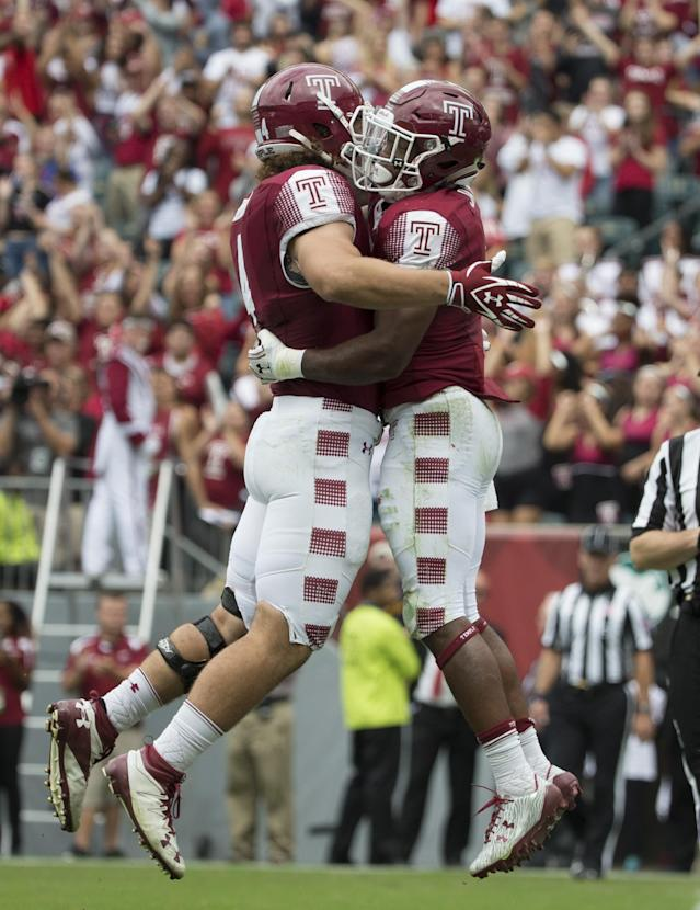 Jahad Thomas (R) and Nick Sharga(L) both wore single digits for Temple in 2016. Thomas graduated but Sharga is back in 2017. (Getty)