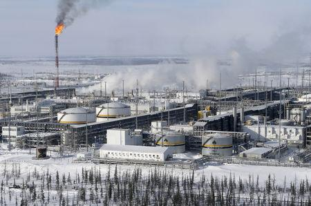 FILE PHOTO: A general view shows oil treatment facilities at Vankorskoye oil field owned by Rosneft north of Krasnoyarsk, Russia, March 25, 2015.  REUTERS/Sergei Karpukhin/File Photo
