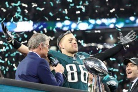 Feb 4, 2018; Minneapolis, MN, USA; Philadelphia Eagles tight end Zach Ertz (86) celebrates after defeating the New England Patriots to win Super Bowl LII at U.S. Bank Stadium. Mandatory Credit: Kirt Dozier-USA TODAY Sports