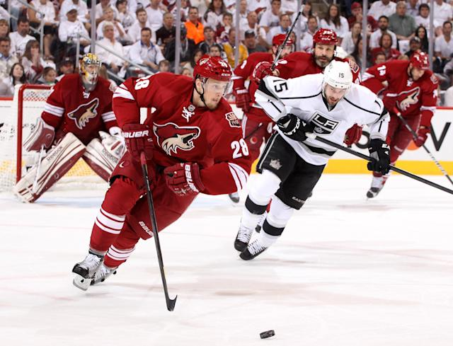 GLENDALE, AZ - MAY 22: Lauri Korpikoski #28 of the Phoenix Coyotes moves the puck in front of Brad Richardson #15 of the Los Angeles Kings in the first period in Game Five of the Western Conference Final during the 2012 NHL Stanley Cup Playoffs at Jobing.com Arena on May 22, 2012 in Phoenix, Arizona. (Photo by Christian Petersen/Getty Images)