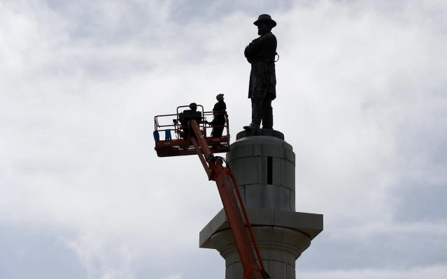 <p>Workers prepare to take down the statue of Robert E. Lee, former general of the Confederacy, which stands in Lee Circle in New Orleans, May 19, 2017. The city is completing the Southern city's removal of four Confederate-related statues that some called divisive. (Photo: Gerald Herbert/AP) </p>