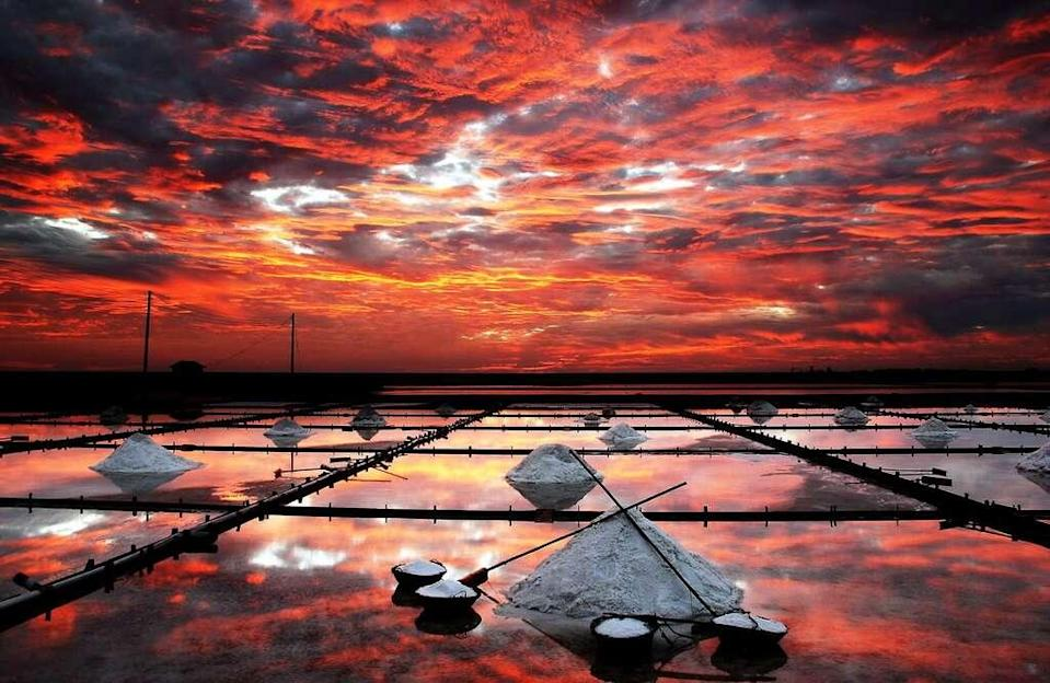 <p>Jingzijiao Salt Fields(Courtesy of Tainan Travel)</p>