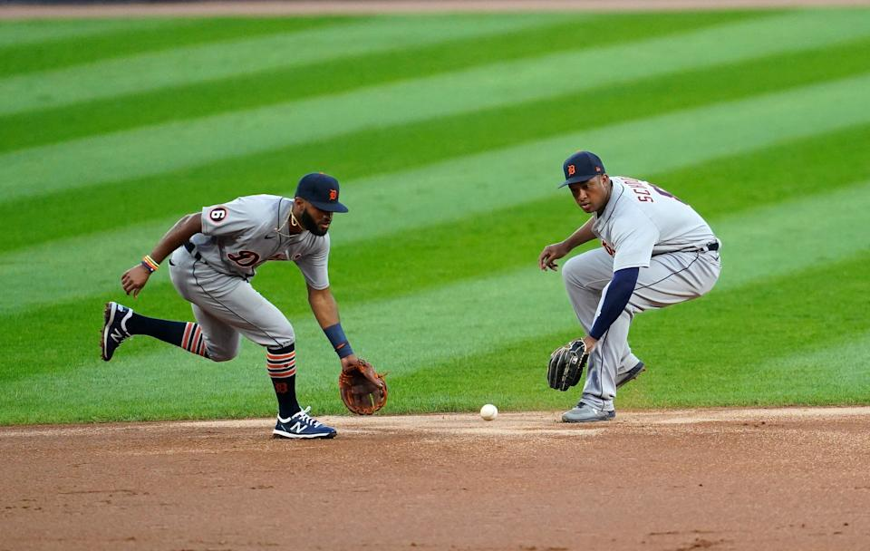 Detroit Tigers shortstop Willi Castro, left, fields the ball against the Chicago White Sox during the first inning at Guaranteed Rate Field, Aug. 17, 2020.