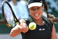Serbia's Ana Ivanovic returns the ball to Ukraine's Elina Svitolina during the French Open in Paris on June 2, 2015 (AFP Photo/Pascal Guyot)