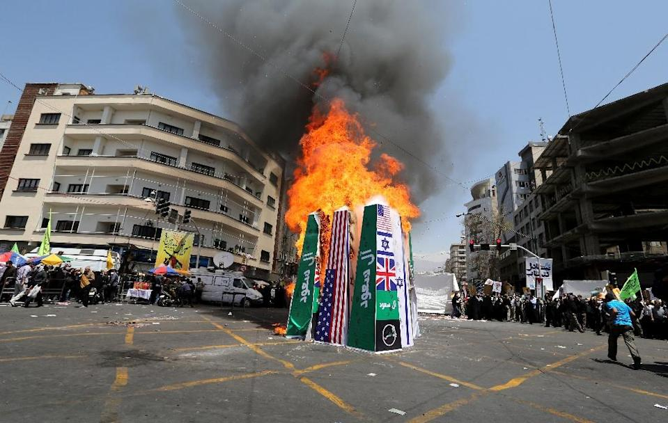 Iranian protesters burn Israeli, American and Saudi Arabian flags at a rally to mark Quds (Jerusalem) International day in Tehran on July 10, 2015 (AFP Photo/Atta Kenare)