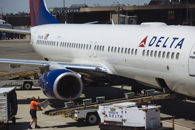 Delta Selling $1.25 Billion of Bonds in Quick Return to Market