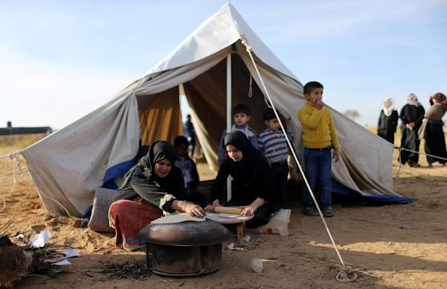 <p>Palestinians make bread, during a tent city protest, where they demand the right to return to their homeland, at Israel-Gaza border, in the southern Gaza Strip, April 2, 2018. (Photo: Ibraheem Abu Mustafa/Reuters) </p>