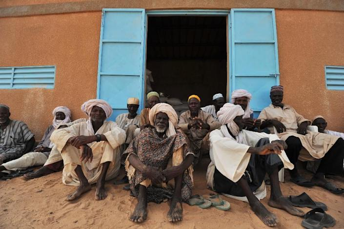 Nigerien farmers wait on May 31, 2012 in front of a cereal bank in the southern Zinder region of Niger where 10 percent of children under five suffer from acute malnutrition and 44 percent of children suffer from chronic malnutrition (AFP Photo/Issouf Sanogo)