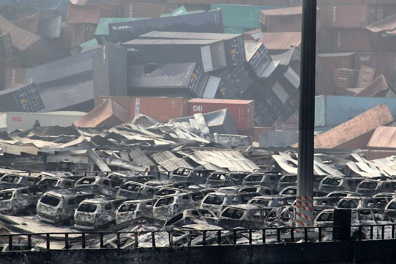 Damaged cars and containers are seen at the site of a series of explosions in Tianjin, on August 13, 2015 (AFP Photo/-)