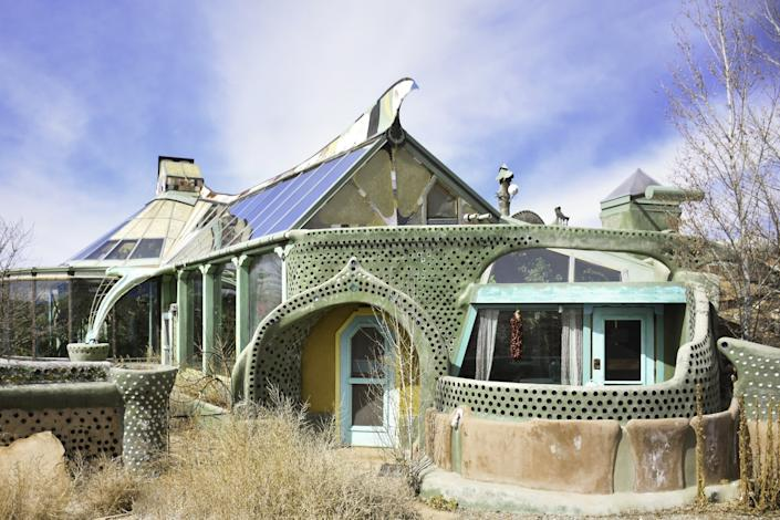 "<div class=""caption""> A home that Reynolds designed in New Mexico. </div>"