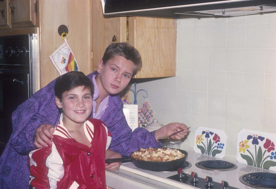 American actors Joaquin and River Phoenix cooking at their home in Los Angeles, California, US, circa 1985. (Photo by Dianna Whitley/Getty Images)