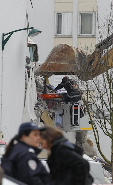 "French firemen remove the body of an unidentified victim from a building hit by an explosion that caused the collapse of its inside floors, in Reims, eastern France, Sunday, April 28, 2013. Five people was killed and ten others injured, according to firefighters, and Reims mayor Adeline Hazan said it awas ""a very powerful explosion"" and the blast had the earmarks of a possible domestic gas explosion. (AP Photo/Jacques Brinon)"
