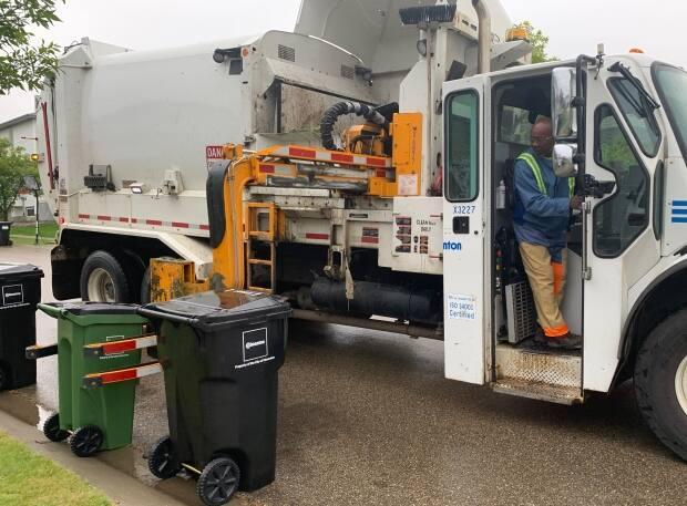 Automated pickup of green and black bins started with a pilot project that took place in 13 neighbourhoods during 2019. (Natasha Riebe/CBC - image credit)