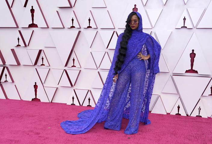 H.E.R. in a lacy, violet sari-style outfit from Dundas.