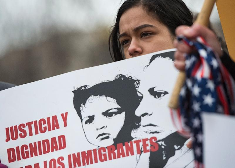 Immigrants and activists protest near the White House to demand that the Department of Homeland Security extend Temporary Protected Status (TPS) for more than 195,000 Salvadorans on January 8, 2018 (AFP Photo/ANDREW CABALLERO-REYNOLDS)