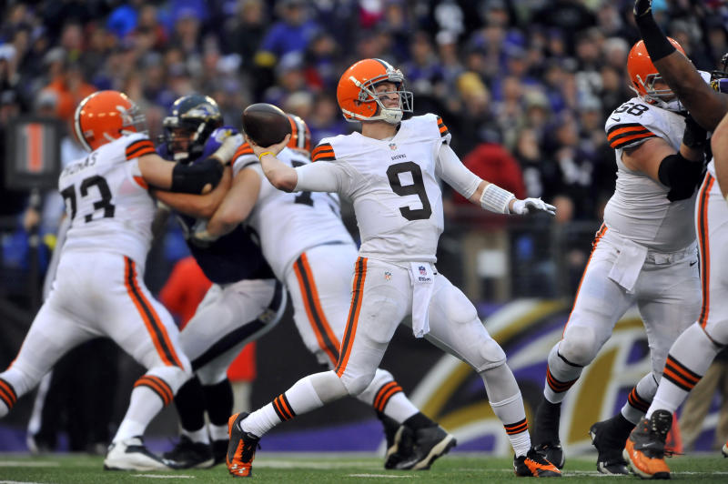 Quarterback Connor Shaw of the Cleveland Browns passes against the Baltimore Ravens on Dec. 28, 2014. (Photo by Larry French/Getty Images)