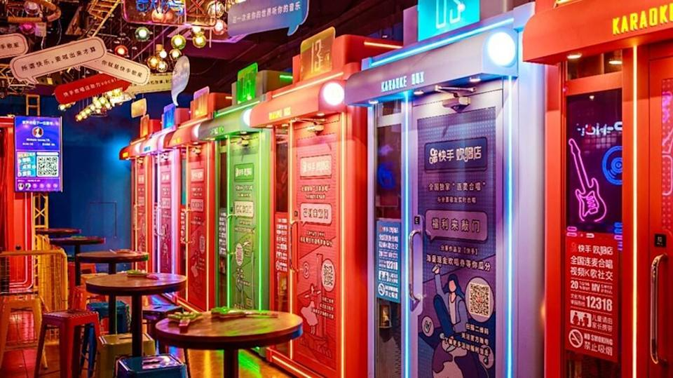 Kuaishou opens a karaoke store in Guangzhou where customers can either sing on a public stage or entertain themselves in a soundproof cubicle equipped with a screen, microphones and earphones. Photo: handout.