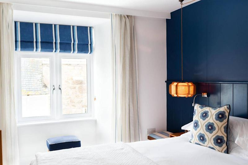 Relax in the clean, crisp interior of the Trevose Harbour House (Trevose Harbour House)