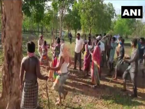 Visual of the fight between Odisha locals and officials (Photo/ANI)