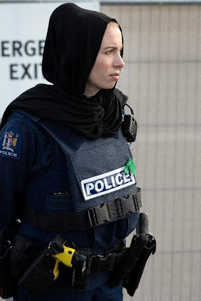 Police officer were among the New Zealand women who donned headscarves as a mark of respect (AFP Photo/Marty MELVILLE)