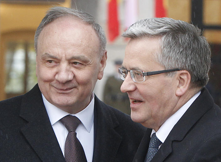 President of Poland Bronislaw Komorowski, right, and President of Moldova Nicolae Timofti, left, talk during an official welcome ceremony at the Presidential Palace in Warsaw, Poland, Monday, April 14, 2014. Timofti is on a two-day visit to Poland. (AP Photo/Czarek Sokolowski)