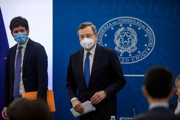 ROME, ITALY - MARCH 26: Italian Prime Minister Mario Draghi and Italian Minister of Health Roberto Speranza hold a press conference at the Palazzo Chigi, the day after the European Council, on March 26, 2021 in Rome, Italy. (Photo by Antonio Masiello/Getty Images) (Photo: Antonio Masiello via Getty Images)