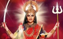 In 2015, after seeing no progress in cinema, Gracy returned to small screen, which was not a bad decision as such. During 2015-17 she featured in the mythological series <em>Santoshi Maa</em> portraying the Hindu goddess of the same name. Though this gig doesn't keep her relevant among fans she had once amassed as 'Gauri' in <em>Lagaan </em>or 'Dr. Suman' of <em>Munna Bhai M.B.B.S</em>, it keeps her busy and employed. Her next TV series, <em>Santoshi Maa - Sunayein Vrat Kathayein, </em>will premier from January 2020. Looks like she has found a genre.